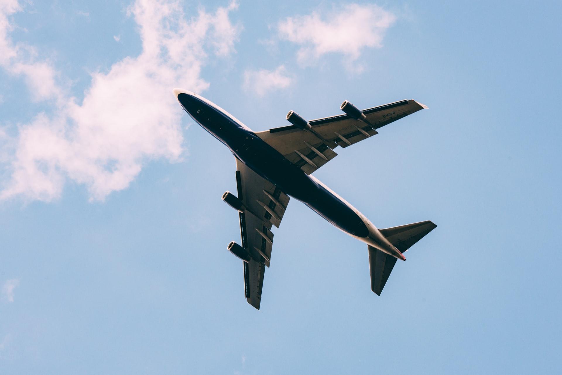 Peut-on trnasporter une urne funéraire en avion ?